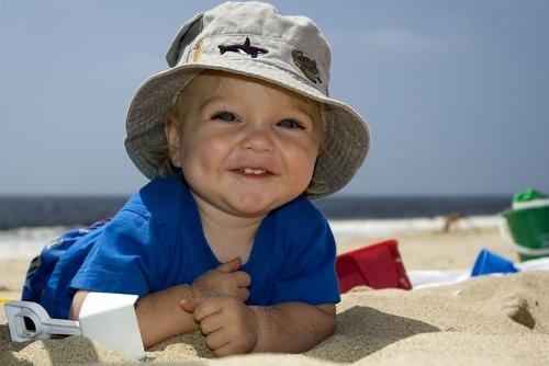 Как отдохнуть на море с маленьким ребенком